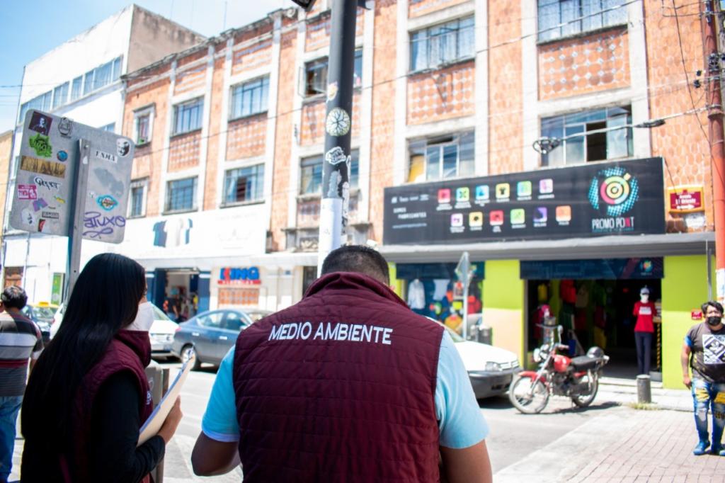 Ayuntamiento de Puebla inspecciona elementos publicitarios en el Centro Histórico